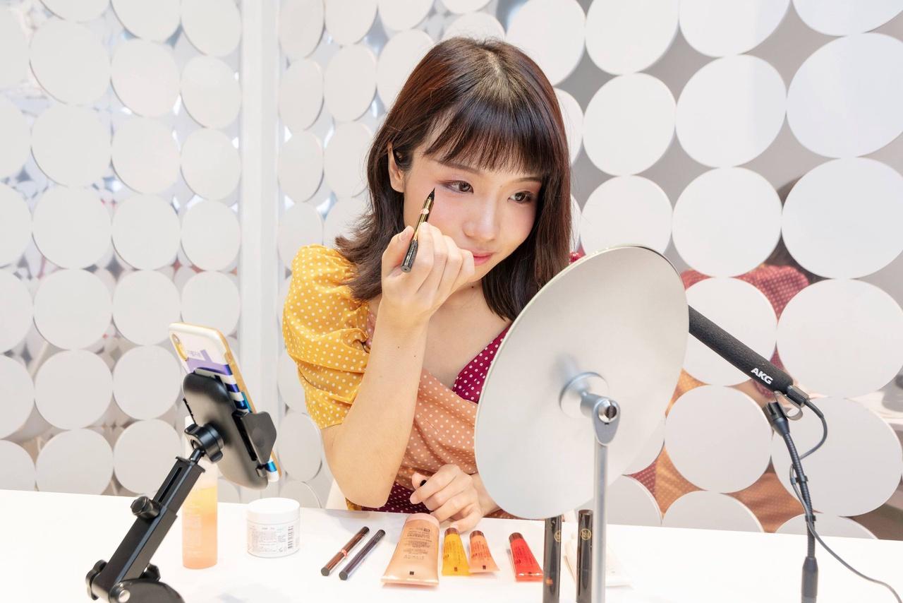@cosme TOKYO(原宿駅前)美容部員・BA(ライブ配信者/中国語/@cosme公認「抖音」ライバー)アルバイト・パートの求人の写真