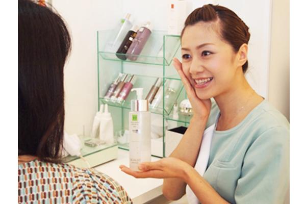 シーボン 新宿東口店美容部員・BA(フェイシャリスト/未経験大歓迎/ノルマなし/賞与年4回支給)正社員の求人のサービス・商品写真3