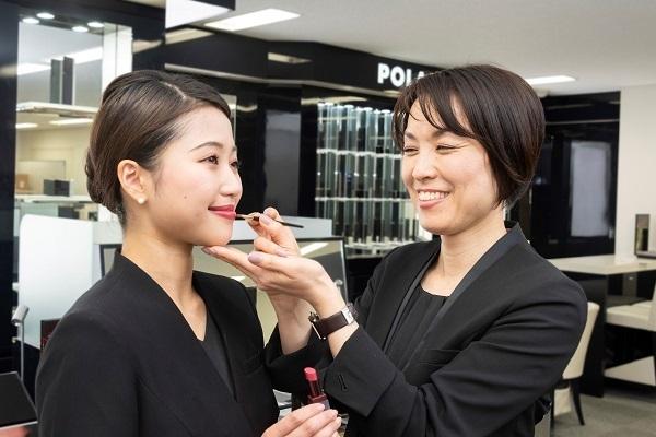 POLA 西武渋谷店美容部員・BA(百貨店ビューティーコーディネーター)契約社員の求人のスタッフ写真2