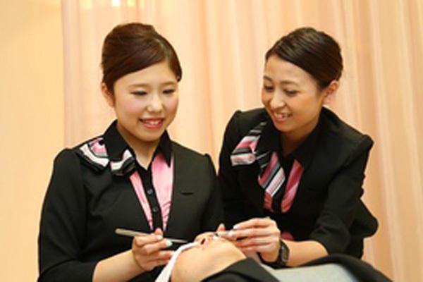 インフェイシャス阪急西宮店アイリスト(アイスタイリスト)正社員の求人の写真
