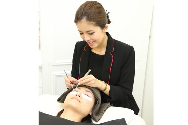 ケサランパサラン 東京エリア百貨店美容部員・化粧品販売員(アイラッシュデザイナー)正社員の求人のスタッフ写真5