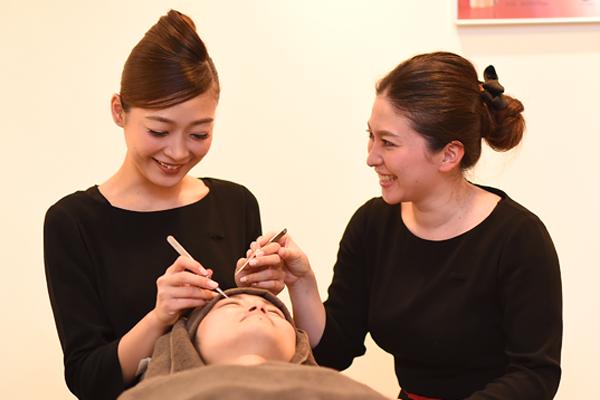 ケサランパサラン 東京エリア百貨店美容部員・化粧品販売員(アイラッシュデザイナー)正社員の求人のスタッフ写真1