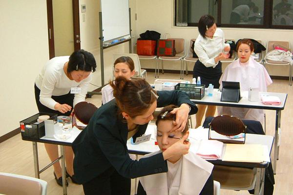 インフェイシャス阪急西宮店アイリスト(アイスタイリスト)正社員の求人のスタッフ写真2