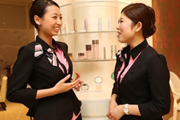 インフェイシャス阪急西宮店ネイル・ネイリスト正社員の求人のスタッフ写真1