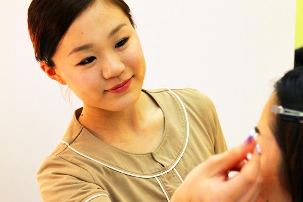 BIEWS(ビューズ)東京エリアアイリスト(アイブロウスタイリスト・アイブロウメイクアドバイザー)正社員の求人のスタッフ写真1