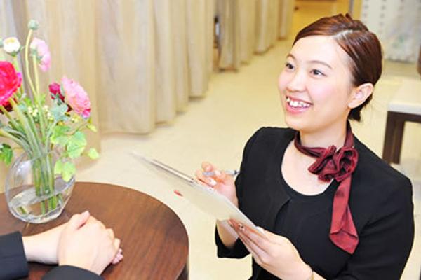 アナスタシア 東京エリアアイリスト(アイブロウスペシャリスト)正社員の求人のスタッフ写真2