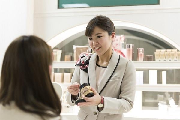 パウダーパレット札幌オーロラタウン店美容部員・化粧品販売員(アテンダントスタッフ)正社員,契約社員の求人のスタッフ写真3