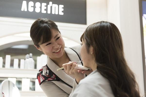 パウダーパレット札幌オーロラタウン店美容部員・化粧品販売員(アテンダントスタッフ)正社員,契約社員の求人のスタッフ写真7