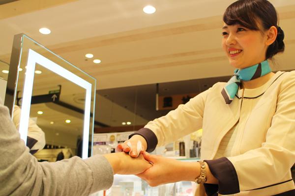 オルビス・ザ・ショップ 大宮・浦和・川口エリア店舗美容部員・化粧品販売員契約社員の求人のスタッフ写真2