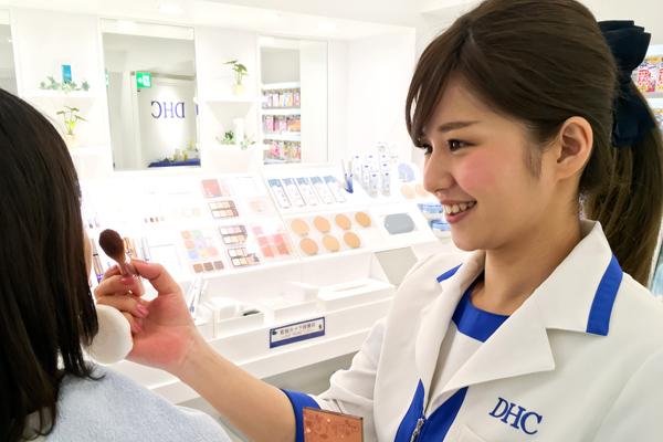 DHC京王百貨店新宿直営店美容部員・BA(ショップアテンダント)正社員の求人のスタッフ写真1