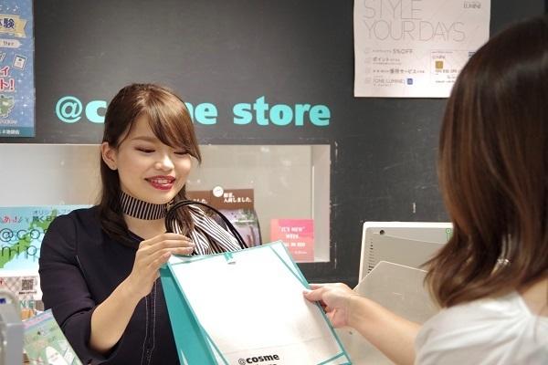 @cosme storeマリエとやま店 美容部員・化粧品販売員(レジ・検品アルバイト(未経験大歓迎))アルバイト・パート,アルバイト・パートの求人のスタッフ写真2