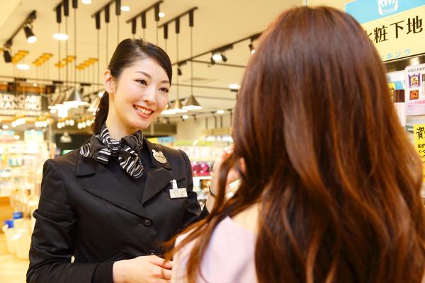 @cosme store 上野マルイ店美容部員・化粧品販売員(ビューティカウンセラー(未経験OK)※首都圏・関西)契約社員の求人の写真
