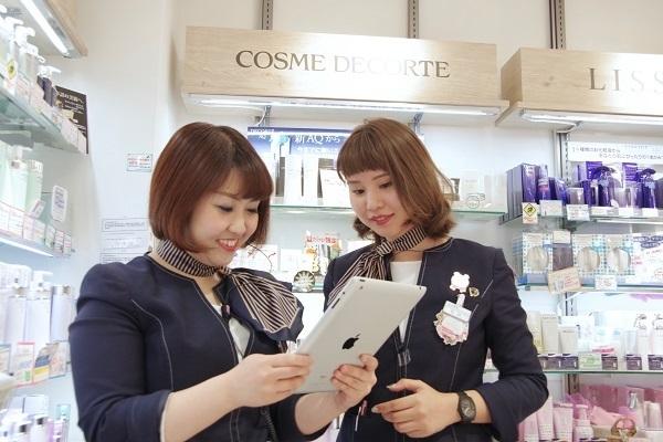 @cosme store 上野マルイ店美容部員・化粧品販売員(接客アルバイト ※首都圏・名古屋)アルバイト・パートの求人のスタッフ写真4