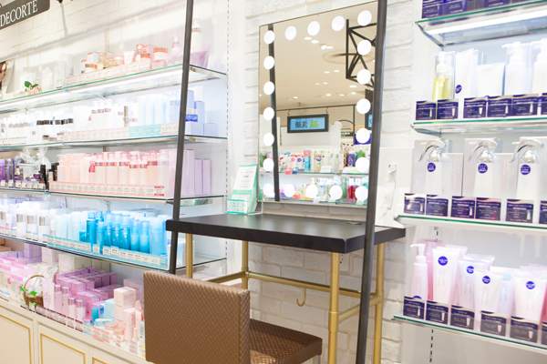 @cosme store 上野マルイ店美容部員・化粧品販売員(ビューティカウンセラー ※未経験OK)契約社員,契約社員,契約社員の求人の店内写真19
