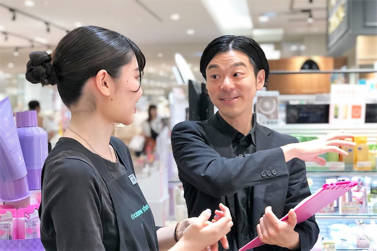 @cosme TOKYO(2020年1月10日オープン)美容部員・BA(ビューティカウンセラー ※未経験OK)契約社員,正社員の求人のスタッフ写真3