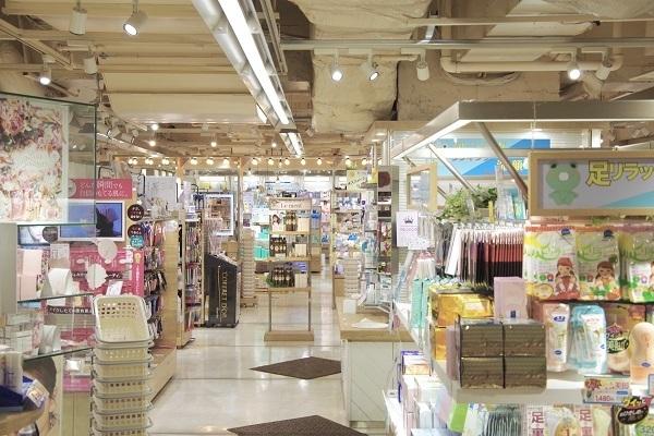 @cosme storeマリエとやま店 美容部員・化粧品販売員(レジ・検品アルバイト(未経験大歓迎))アルバイト・パート,アルバイト・パートの求人の店内写真3