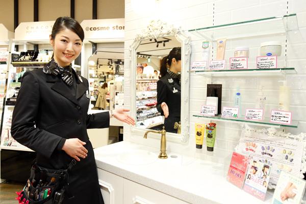 @cosme store ルミネ大宮店(2018年3月1日NEW OPEN!)美容部員・化粧品販売員(ビューティカウンセラー(未経験OK))契約社員の求人の写真