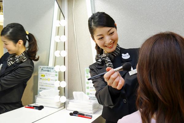 @cosme store 上野マルイ店美容部員・化粧品販売員(ビューティカウンセラー(未経験OK)※首都圏・関西)契約社員の求人のスタッフ写真2