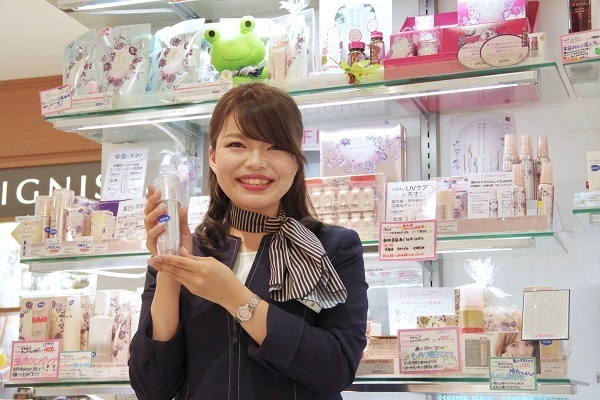 @cosme store 上野マルイ店美容部員・化粧品販売員(接客アルバイト ※首都圏・名古屋)アルバイト・パートの求人のスタッフ写真3