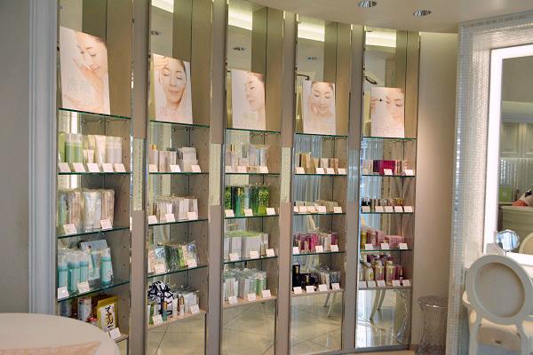 FTC AOYAMA(エフティーシー アオヤマ)美容部員・化粧品販売員(ビューティーコンシェルジュ)契約社員,正社員の求人の店内写真1
