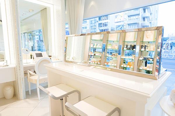 FTC AOYAMA(エフティーシー アオヤマ)美容部員・化粧品販売員(ビューティーコンシェルジュ)契約社員,正社員の求人の店内写真3