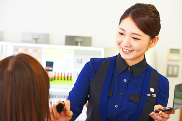 イプサ 群馬県内の百貨店美容部員・化粧品販売員(美容アドバイザー(イプサクルー))正社員の求人のスタッフ写真1