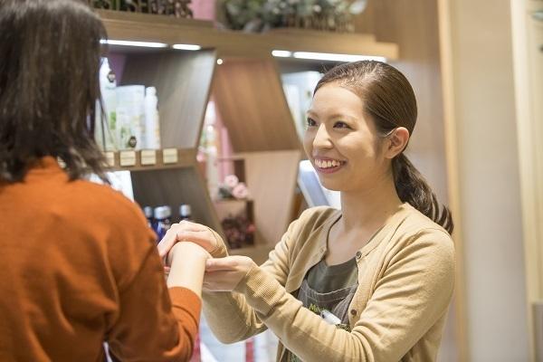 メルヴィータ 丸の内エリアの百貨店(2018年8月 NEW OPEN)美容部員・化粧品販売員(チーフ/ショップスタッフ)正社員の求人のスタッフ写真2