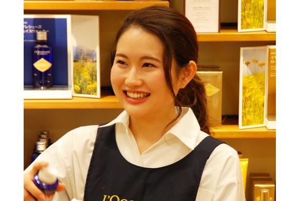 新宿エリア(2022年1月上旬 NEW OPEN)美容部員・BA(販売スタッフ/オープニング/正社員採用/インセンティブ支給)正社員の求人の写真