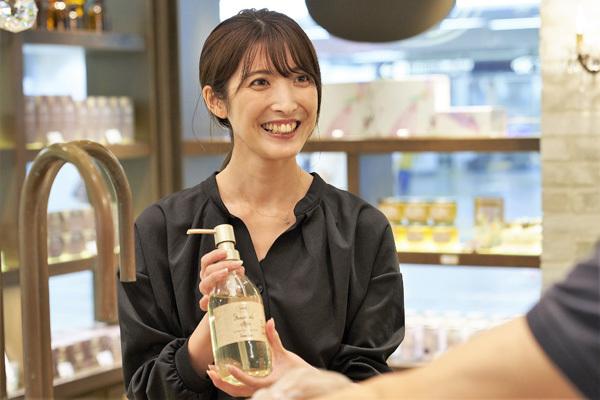SABON 表参道本店美容部員・BA(店長)正社員の求人の写真