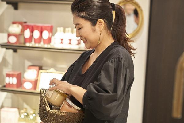 SABON 表参道本店美容部員・BA(バス&ボディケアの販売)契約社員,正社員の求人のスタッフ写真4