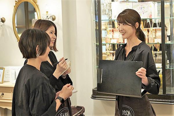 SABON 表参道本店美容部員・BA(店長候補)正社員の求人のスタッフ写真3