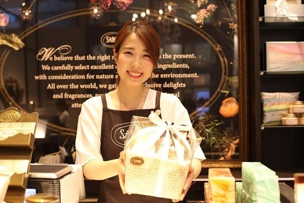 SABON GINZA SIX店美容部員・化粧品販売員(バス&ボディケアの販売)正社員の求人のスタッフ写真1