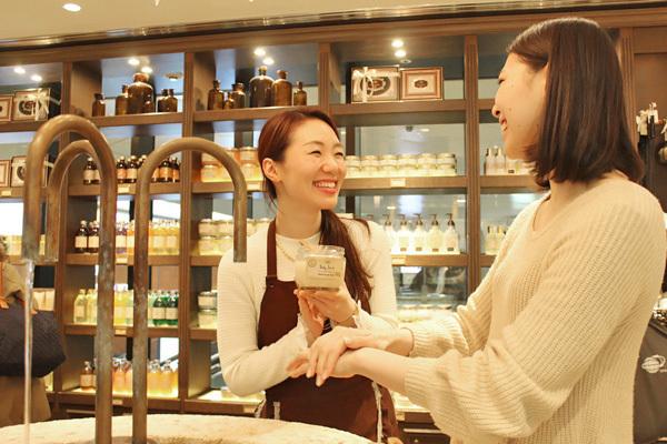 SABON GINZA SIX店美容部員・化粧品販売員(バス&ボディケアの販売)正社員,アルバイト・パートの求人のスタッフ写真5