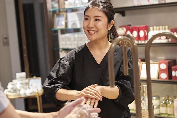 SABON 表参道本店美容部員・BA(バス&ボディケアの販売)契約社員,正社員の求人のスタッフ写真1