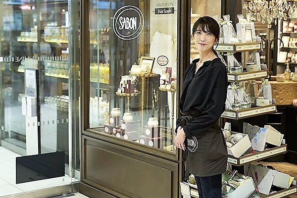 SABON 表参道本店美容部員・BA(店長候補)正社員の求人のスタッフ写真5