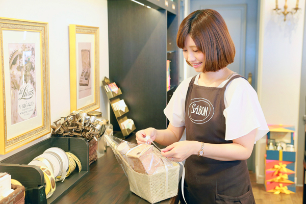 SABON 上野エリア(2017年11月NEW OPEN)美容部員・化粧品販売員(バス&ボディケアの販売)正社員,アルバイト・パートの求人のスタッフ写真4