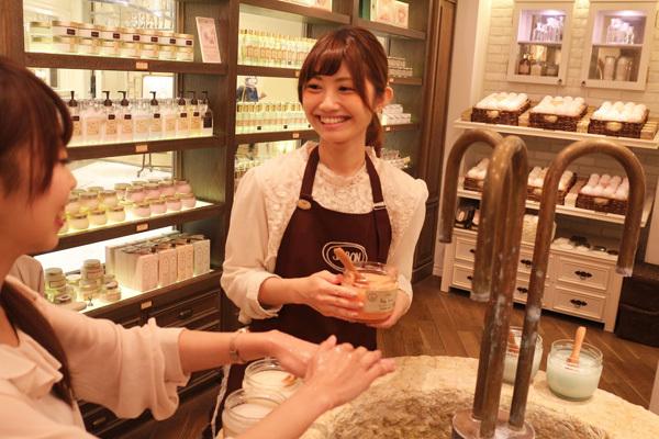 SABON GINZA SIX店美容部員・化粧品販売員(バス&ボディケアの販売)正社員,アルバイト・パートの求人のスタッフ写真4