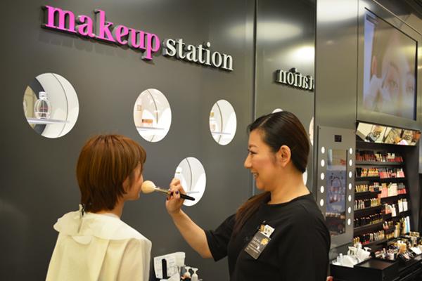 そごう 横浜店 メイクアップステーション美容部員・BA(メイクアップステーション アドバイザー)契約社員の求人のスタッフ写真3