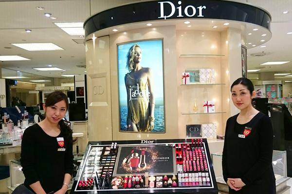 そごう 横浜店美容部員・化粧品販売員(『シャネル』など化粧品カウンター ビューティーアドバイザー)契約社員の求人のスタッフ写真4