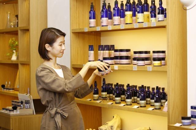 NEAL'S YARD REMEDIES 名古屋 タカシマヤ ゲートタワーモール店美容部員・BA(『ニールズヤード』ショップスタッフ)アルバイト・パートの求人のスタッフ写真1
