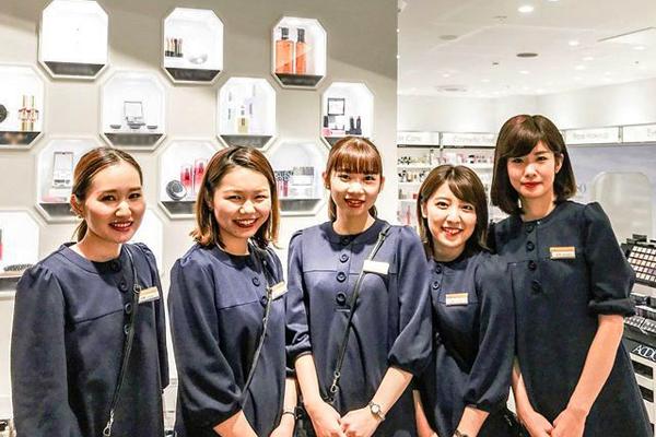 イセタン ミラー メイク&コスメティクス 東京ミッドタウン日比谷店美容部員・化粧品販売員(ビューティーカウンセラー)正社員の求人のスタッフ写真1