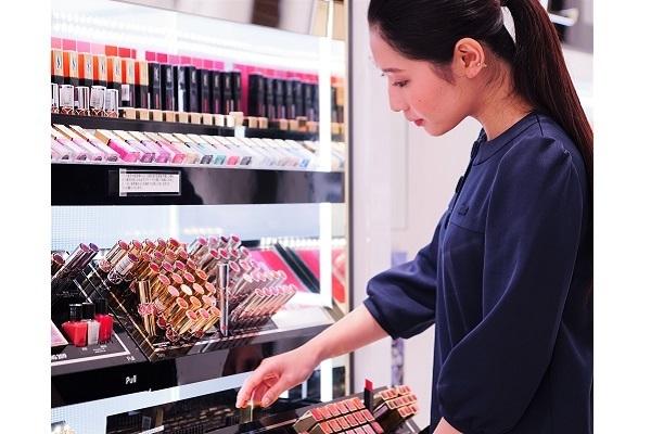 イセタン ミラー メイク&コスメティクス ルミネ新宿店美容部員・BA(ビューティーカウンセラー)正社員の求人のスタッフ写真1
