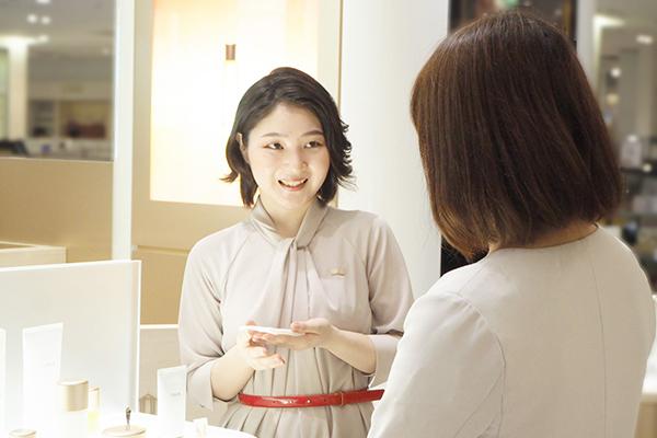 ITRIM 渋谷スクランブルスクエア店美容部員・BA(Beauty Practitioner(販売スタッフ))契約社員の求人のスタッフ写真1