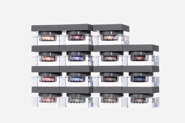 THREE 東京ミッドタウン日比谷店美容部員・化粧品販売員(THREE クリエイター)契約社員の求人のスタッフ写真1