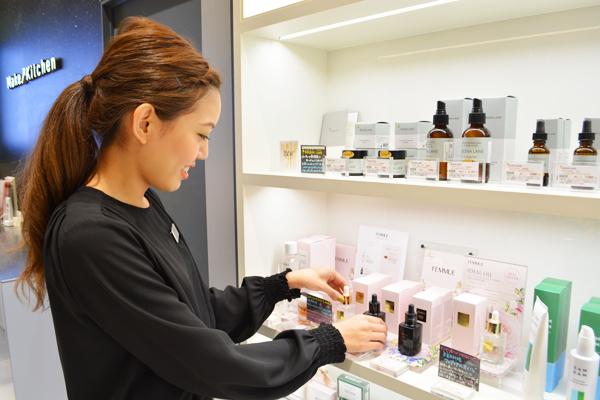 MAKEUP KITCHEN(メイクアップキッチン)名古屋タカシマヤゲートタワーモール店※8月29日 NEW OPEN!!美容部員・化粧品販売員正社員,契約社員,アルバイト・パートの求人のスタッフ写真2