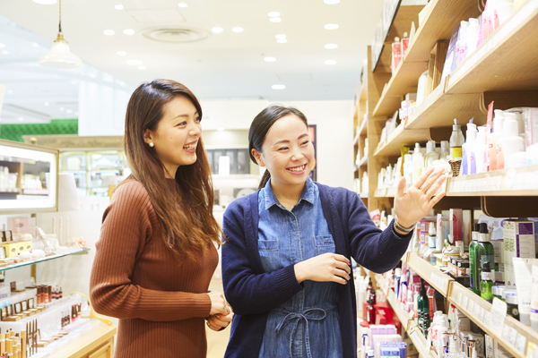 MAKEUP KITCHEN(メイクアップキッチン) ルミネ新宿2店美容部員・化粧品販売員(コスメアドバイザー・メイクアップ専属スタッフ)正社員,契約社員,アルバイト・パートの求人のスタッフ写真2