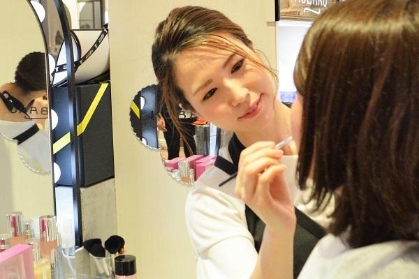 フルーツギャザリング 姫路店 ※2019年9月NEW OPEN美容部員・BA(販売スタッフ)契約社員の求人のスタッフ写真1