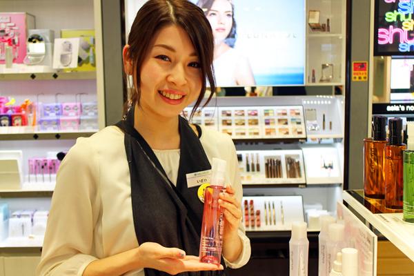 フルーツギャザリング 新静岡セノバ店美容部員・化粧品販売員(販売スタッフ)契約社員/アルバイト・パートの求人のスタッフ写真1