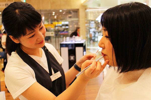 フルーツギャザリング 東京駅 グランスタ店美容部員・化粧品販売員(販売スタッフ)契約社員,アルバイト・パートの求人の写真