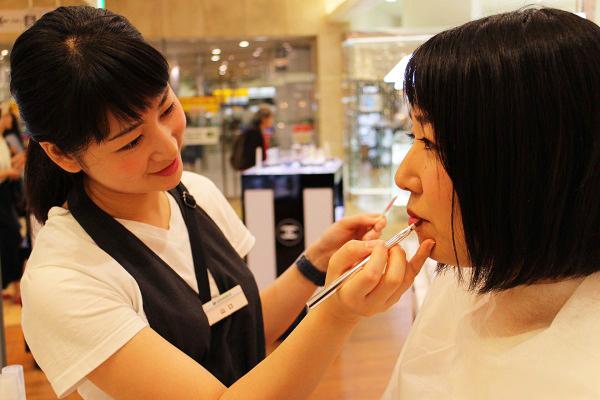 フルーツギャザリング 東京駅 グランスタ店美容部員・化粧品販売員(販売スタッフ)契約社員,アルバイト・パートの求人のスタッフ写真2
